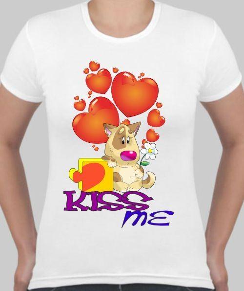 Женская футболка Kiss me, сердечки