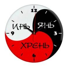 Трехцветные настенные часы с надписью