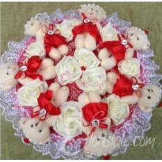 Красный букет Романтика из мишек и розочек