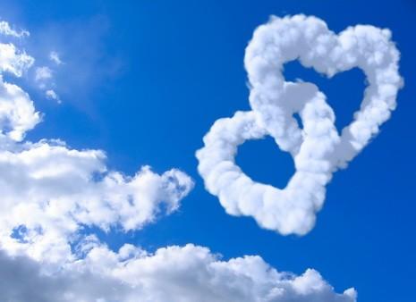 Обложка для автодокументов Облачные сердца