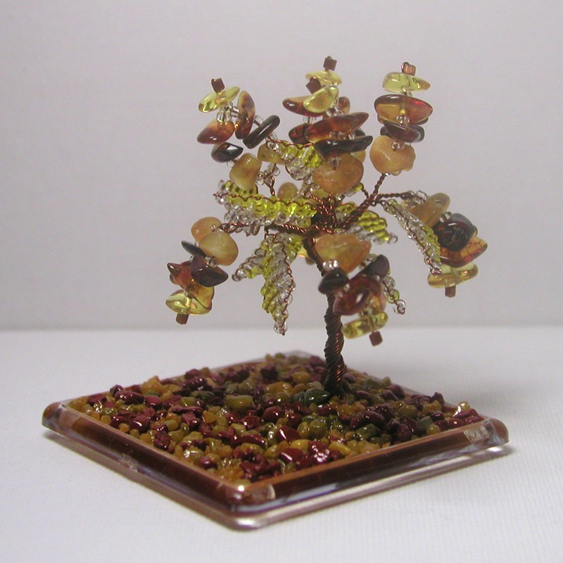 Подарок из янтаря в миниатюре