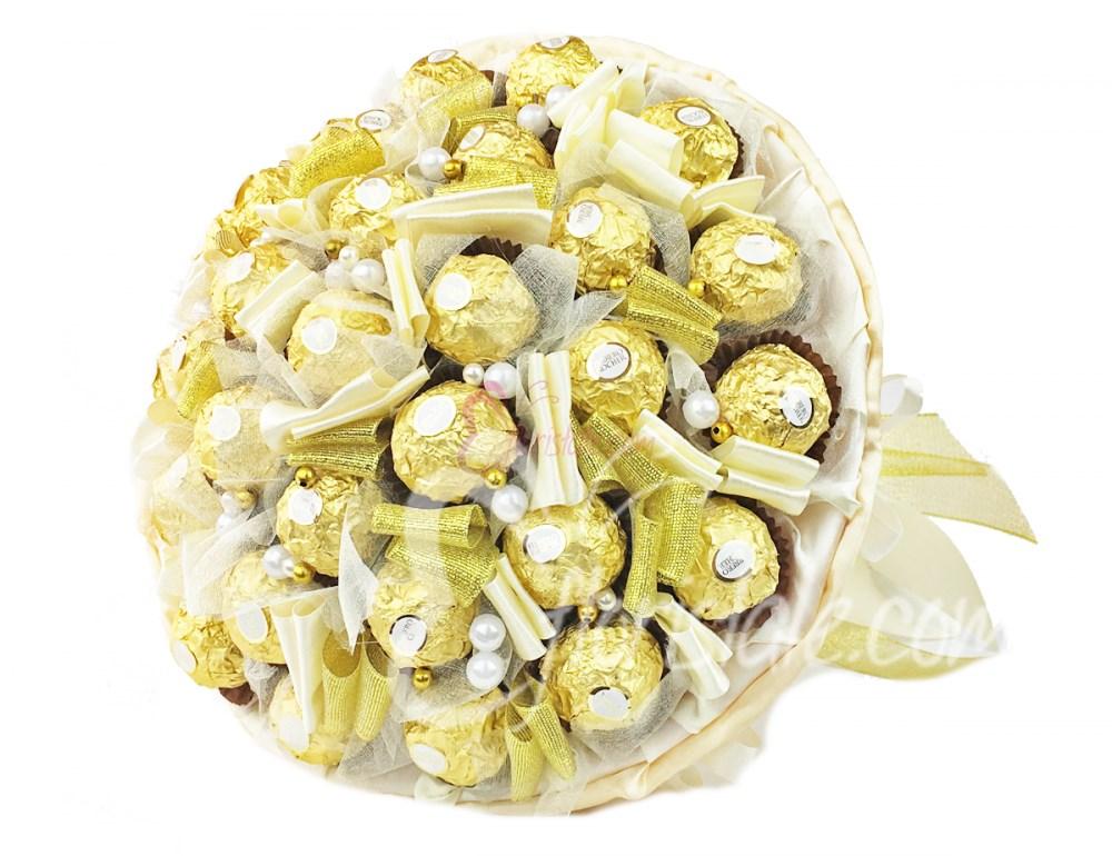Букет из конфет Ferrero Rocher 31 золотой в ткани