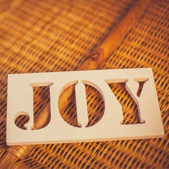 Слова для интерьера Joy