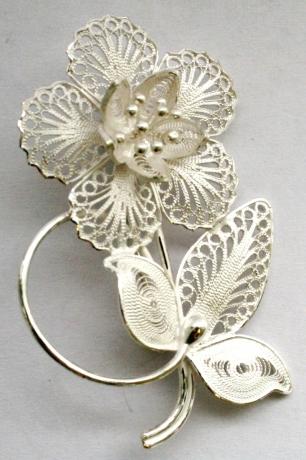Серебряная брошь из серии «Цветы Ангела»