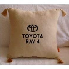 Бежевая с кистями подушка Toyota Rav4
