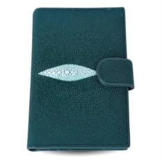 Зеленое портмоне из ската с отделениями для автодокументов