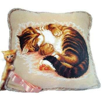 Подушка «Спящая кошка»