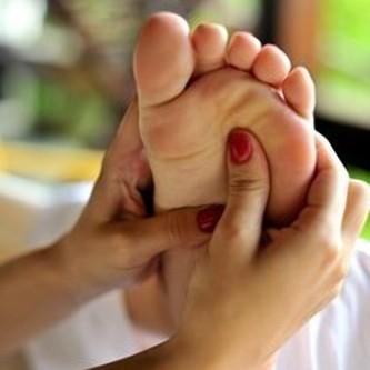 «Тайский массаж стоп для членов королевской семьи»