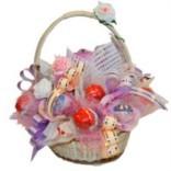 Букет из конфет Нежность с киндер-сюрпризом