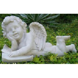 Ангелочек в саду