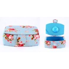Шкатулка для рукоделия с цветами на голубом фоне