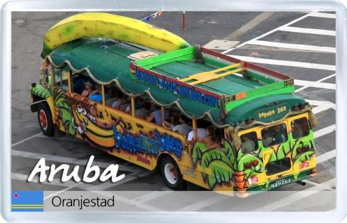 Магнит на холодильник: Аруба. Банановый автобус