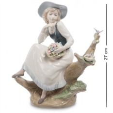 Фигурка Девушка с корзинкой (Pavone)