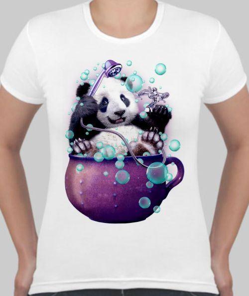 Женская футболка Панда в ванне