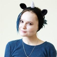 Черная вязаная повязка на голову Единорог
