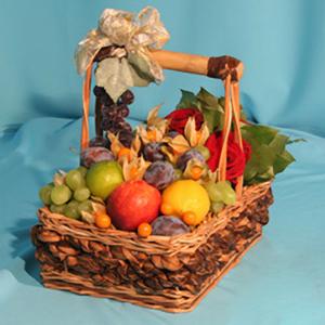 Корзина с фруктами и цветами «Самому отважному»