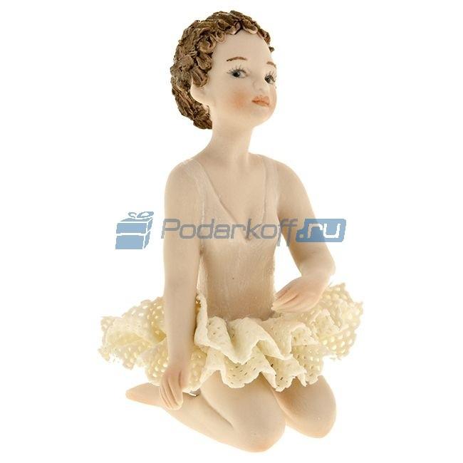 Фарфоровая статуэтка Балерина сидит