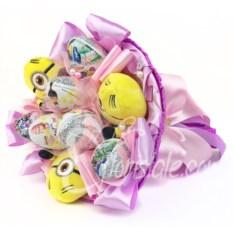 Розовый букет из 3-х миньонов и 6-ти киндер-сюрпризов
