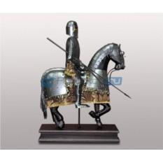 Фигура рыцаря-всадника Артур