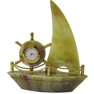 Яхта из оникса с  часами