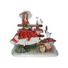 Статуэтка «Дама с цветами»
