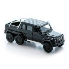 Черная модель машины Mercedes-Benz G63 AMG