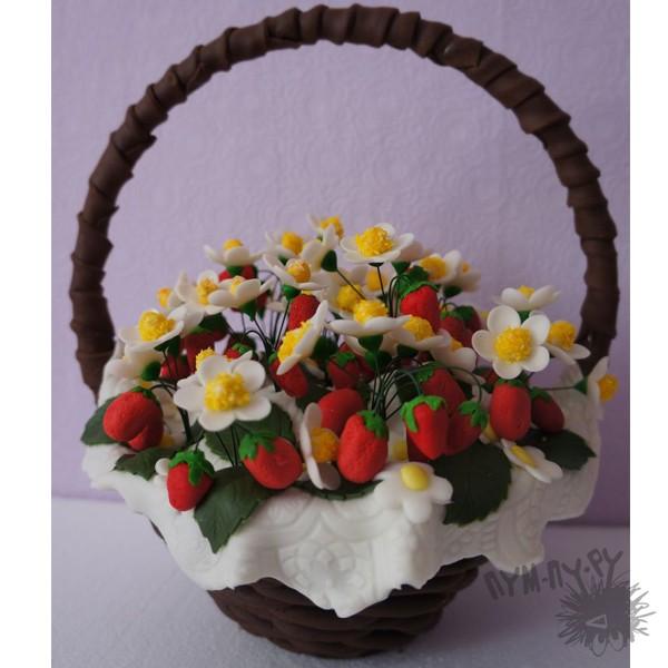 Шоколадная корзина с земляникой