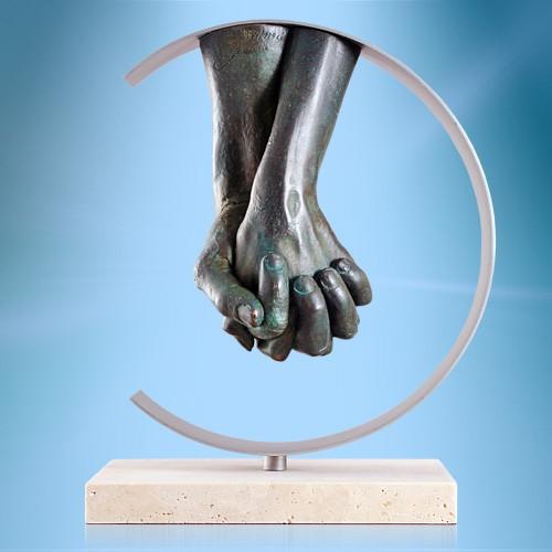 Скульптура Слияние рук