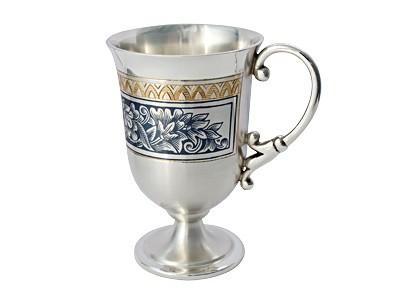 Кофейная чашка из серебра. Северная чернь