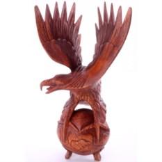 Скульптура Орел на шаре