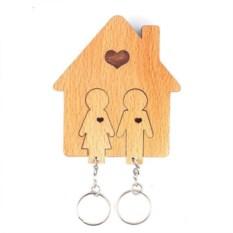 Деревянная ключница с брелоками Семья