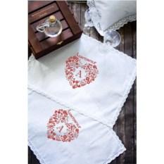 Набор из двух именных кружевных салфеток Кружевное сердце