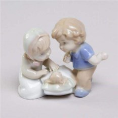 Декоративная фарфоровая статуэтка Малыши