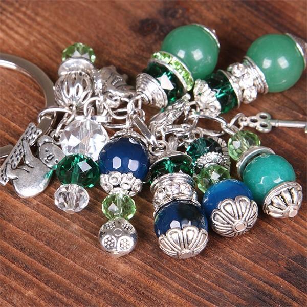 Брелок из натуральных камней с гравировкой, зеленый