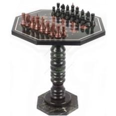 Шахматный стол с каменными фигурами из лемезита