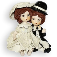 Фигурка из фарфора Девочка в белом и мальчик сидящие