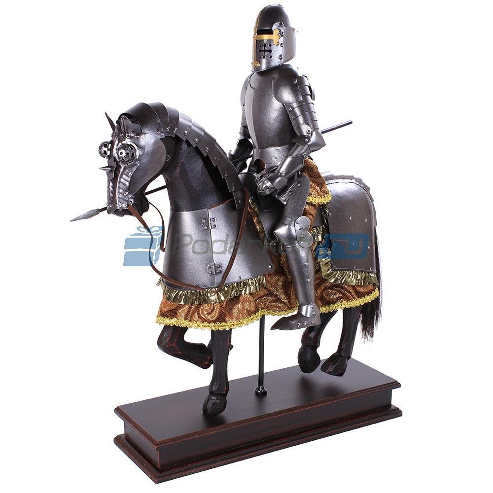 Фигура рыцаря-всадника Виктория