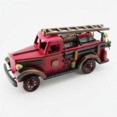Пожарная машина из дерева