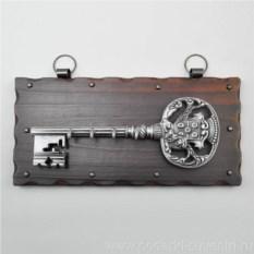 Настенная ключница Хромированный ключ со львом
