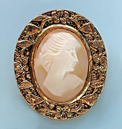 Антикварная брошь-кулон камея Богиня Флора