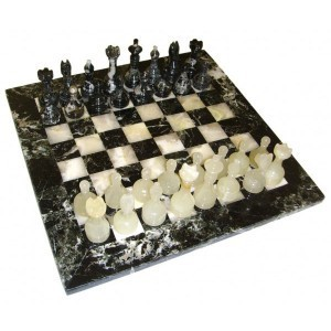Каменные шахматы из оникса и мрамора