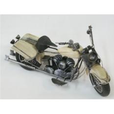 Модель белого мотоцикла
