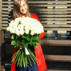 Букет из 51 белой розы высотой 60 см