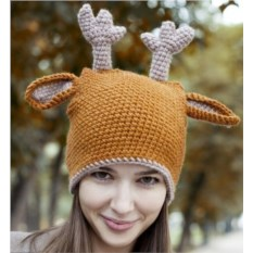 Вязаная шапка Олень