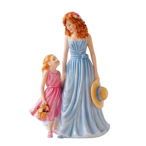 Фарфоровая статуэтка Материнская любовь 22 см