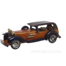 Деревянная модель автомобиля в стиле ретро