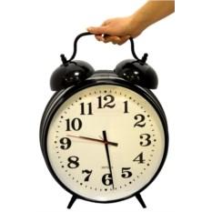 Черные часы-будильник Супергигант