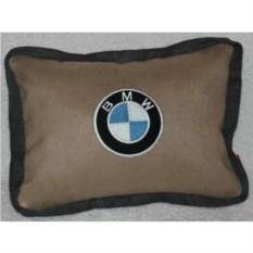 Бежевая подушка BMW с кантом