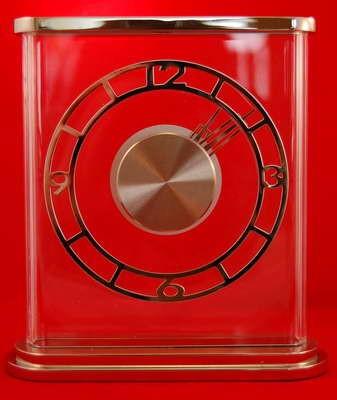 Настольные часы, красные