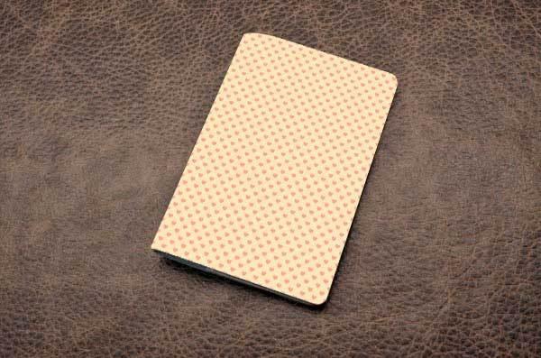 Кожаная обложка для паспорта (белый, Сердечки)
